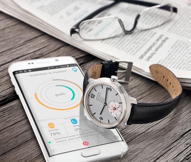 Mondaine-Helvetica-1-Smartwatch-4